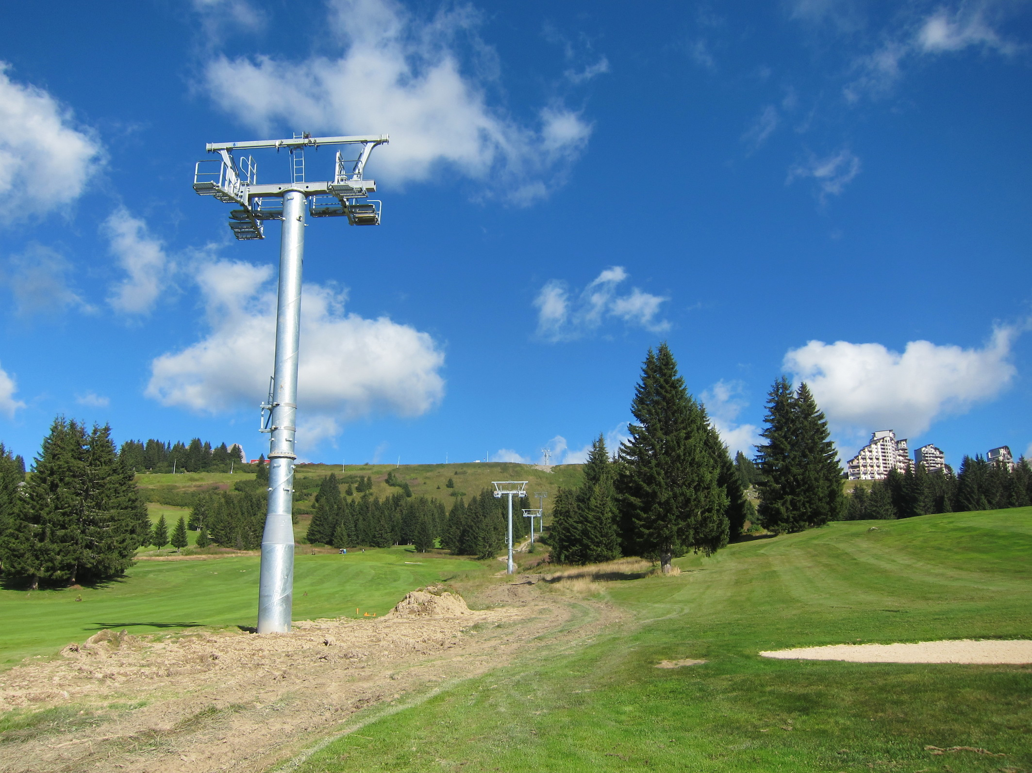 The new Proclou chairflit over the Avoriaz golf course