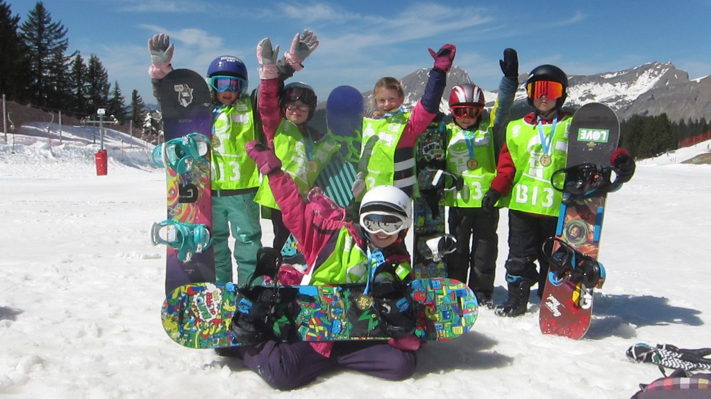 kids snowboarding morzine