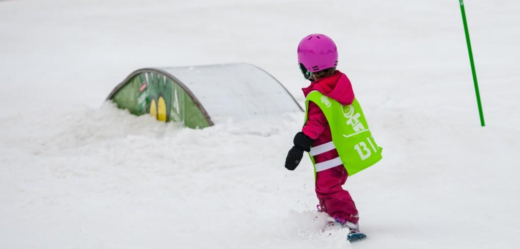 kids snowboard lessons uk