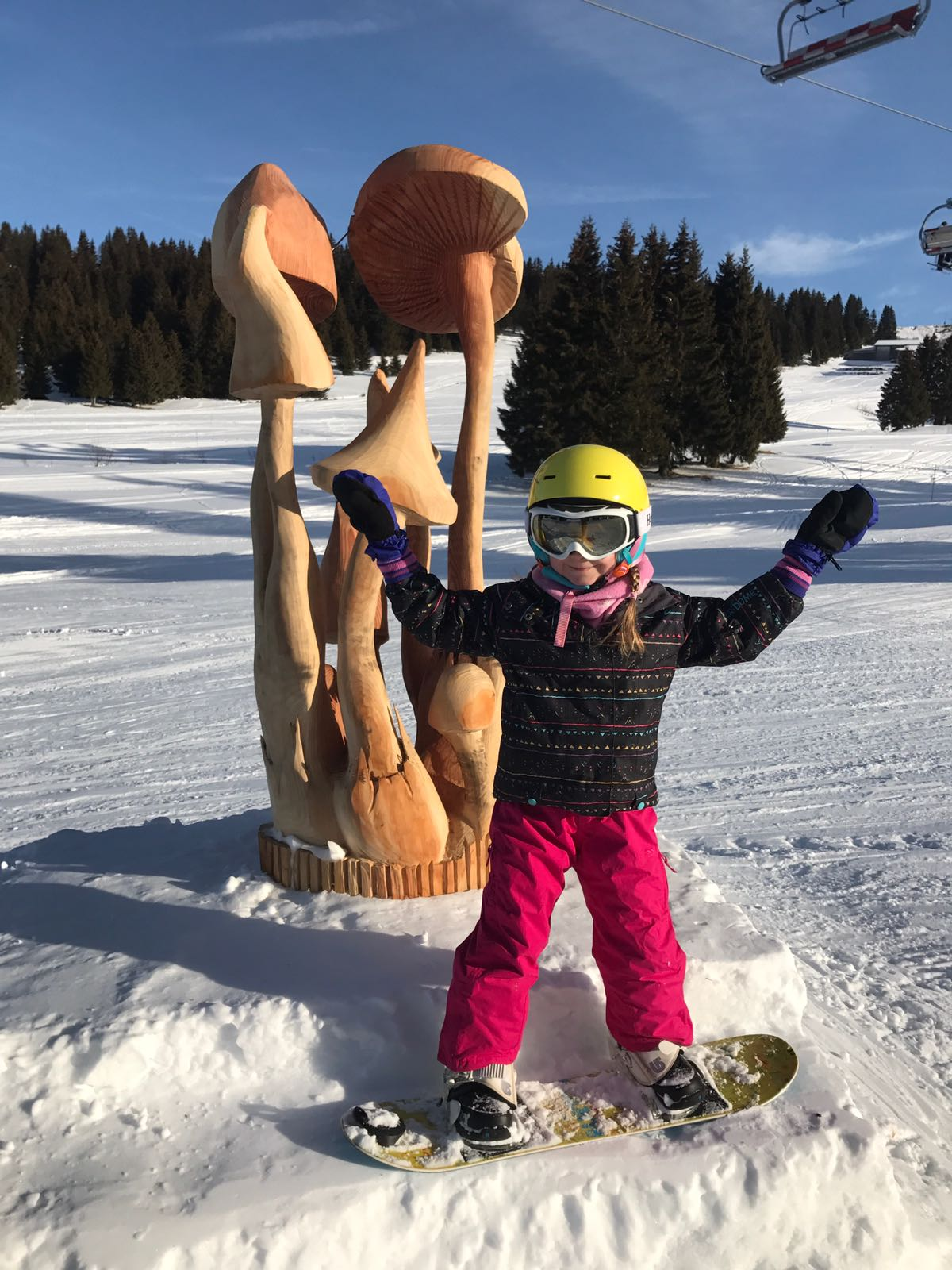 Kids snowboard lessons in Avoriaz, France